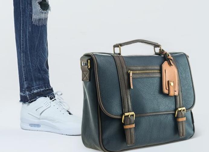 Sepatu dan tas pria diskon hingga 20%